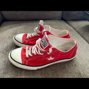 Pre-Owned Converse Red , size 9.5 Women's
